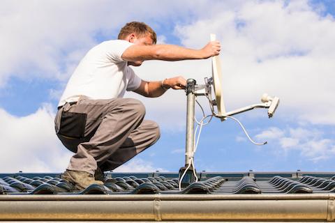 Mobilfunkantenne auf dem Hausdach